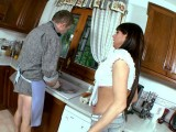 Vidéo porno mobile : Hard sex with a milf in the kitchen